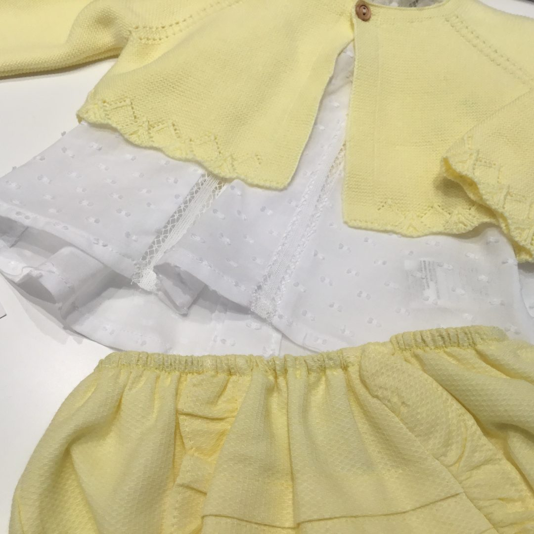 conjunto amarillo con chaqueta