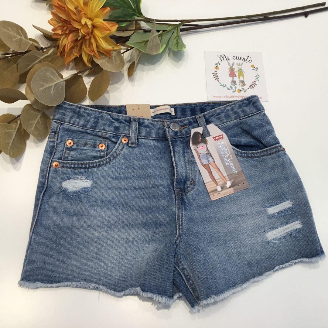 pantalon corto levis con rotos