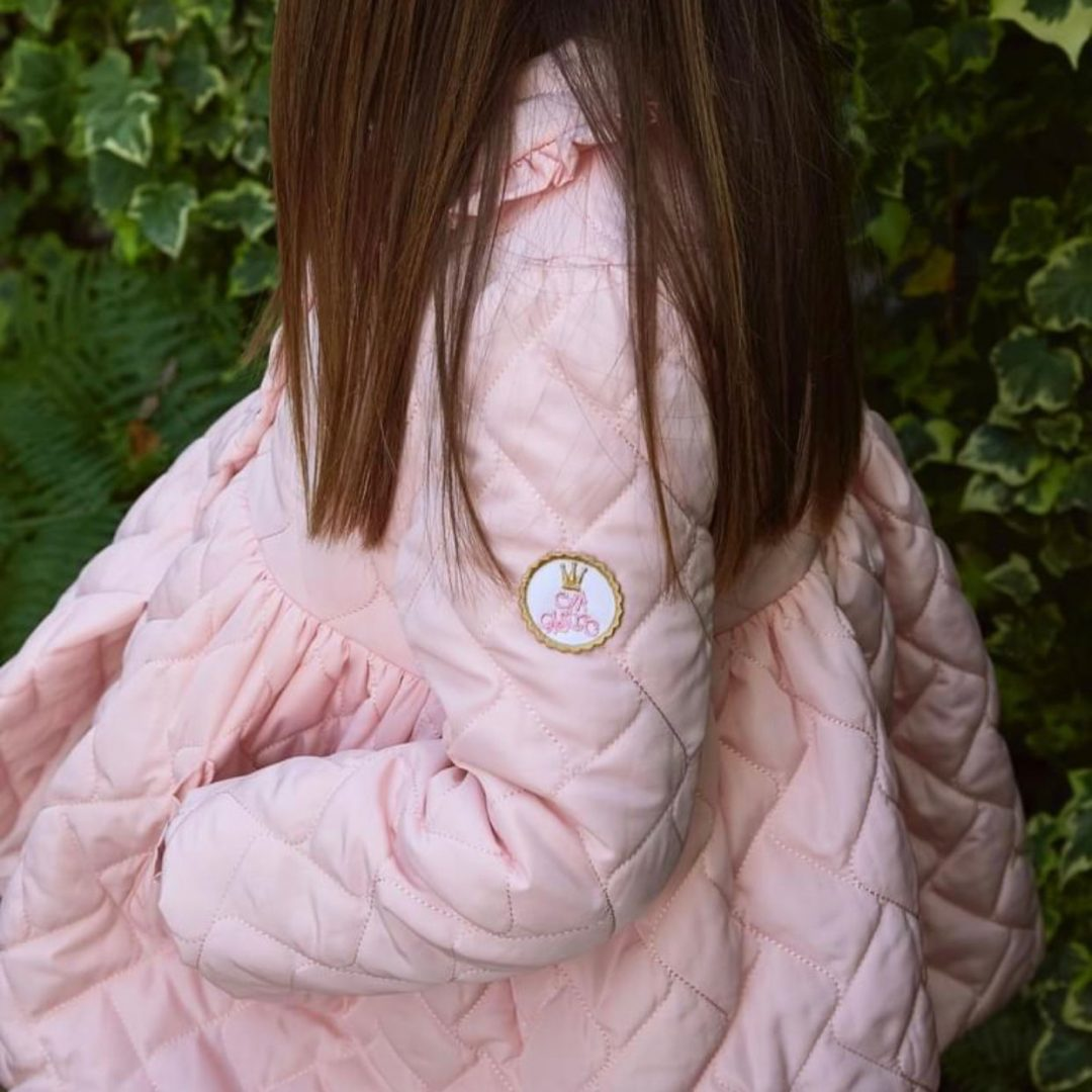 Abrigo guateado rosa de Eva castro